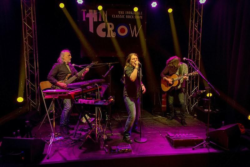 Thin Crow Live